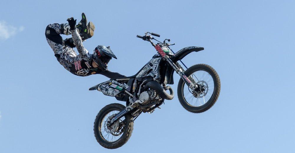 Чемпионат по суперкроссу устроили на новой трассе в Краснодаре